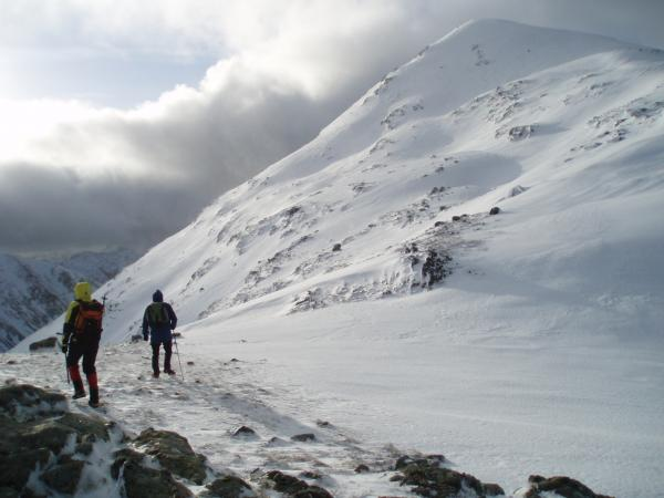 arthur-and-anna-heading-down-to-the-summit-ridge.JPG