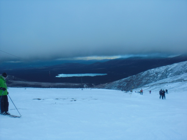 Skiing the gunbarrels piste on Cairngorm